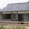 1857年に吉田松陰が開いた松下村塾。1985年に屋根瓦を葺きなおしています。同じ敷地内には松陰神社も建てられています(1907年)。