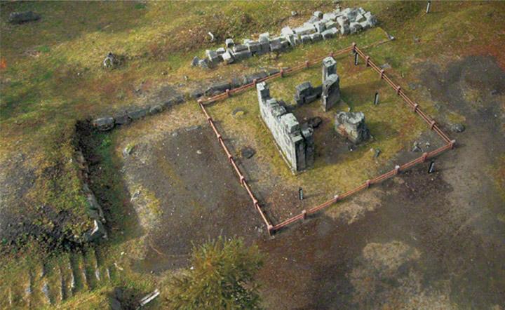 橋野三番高炉の航空写真。最初の試験炉で1858年に建設されましたが、1864年に改修されました。