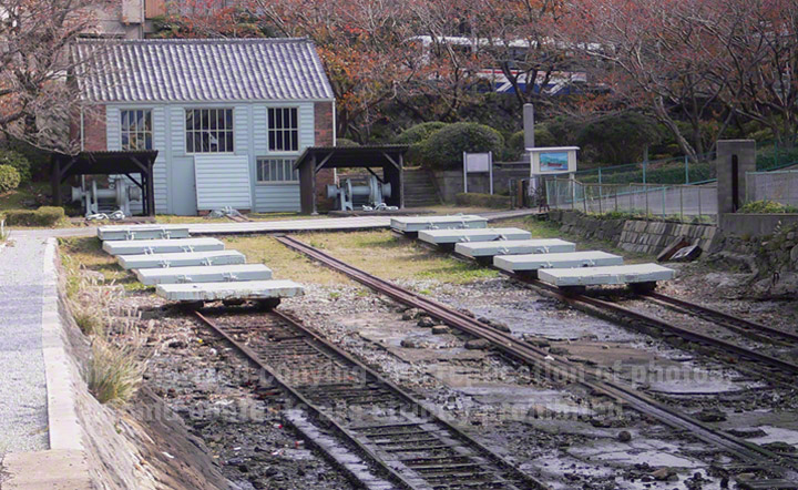 小菅修船場跡は、明治元年12月(1869年1月)に竣工した日本初の蒸気機関を動力とする船の修理を行う船台です。