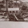 小菅修船場は、長崎港に立地し,小菅町の入り江に建設されました。当時グラバーが住んでいた外国人居留区から1キロ南西にあたります。小菅修船場は日本で最初の蒸気機関で稼働した西洋式スリップドックで、1869年に完成しました。