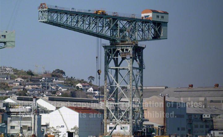 三菱長崎造船所ジャイアント・カンチレバークレーン。基礎部はコンクリートで作られており、12.2メートル四方の大きさです。