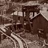 北渓井坑は1869-1876年に稼働していました。竪坑と桟橋の間は、手動の路面軌道で結ばれていました。蒸気タグボートで15キロ先の長崎まで石炭を運搬しました。