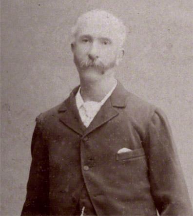 トーマス・ブレーク・グラバー(1838-1911年)。グラバーは,ジャーディン・マセソン商会の仲買人として1859年来日しました。彼は、長崎造船所や日本で最初に西洋機械を導入した高島炭鉱(1868年)など,三菱の初期の成長と多角経営の柱となった事業に関わりました。