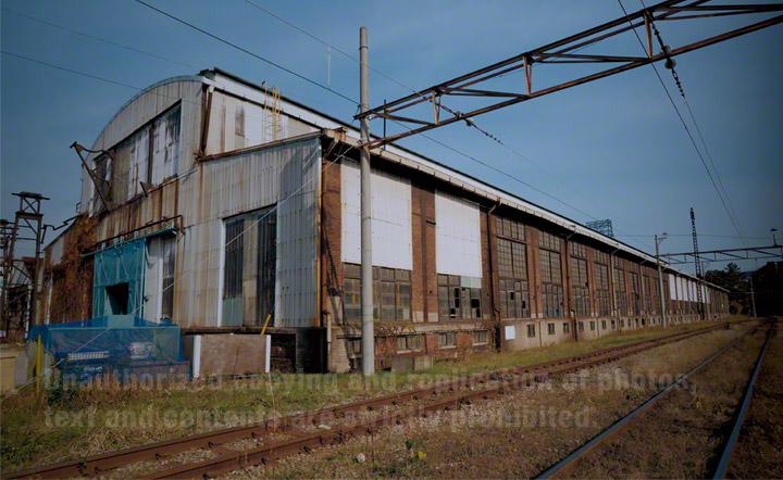 官営八幡製鐵所修繕工場。建設当初から設置されたクレーンが現在でも修繕作業に使用されています。